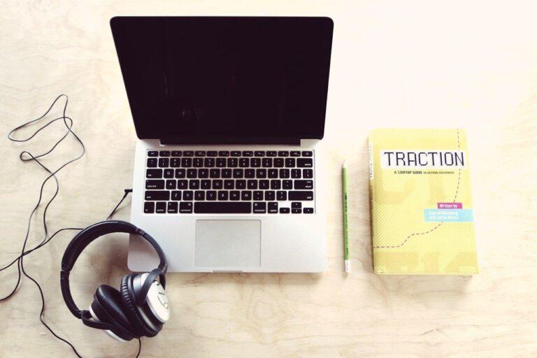 Sprawdź, kto będzie lepszy - copywriter freelancer czy agencja?